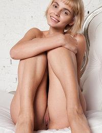 Best Amour Angels Erotic Pics Juicy blonde model