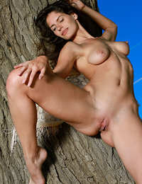 Yasmina displays her flexible, luscious body as she poses outdoors.